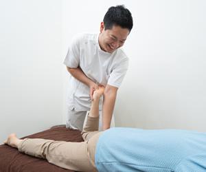 府中市で交通事故による、関節の痛み、膝痛
